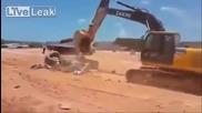 Судански багерист решава да вземe мерки срещу шефа му, който не му плаща на време!