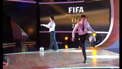 Футбол свободен стил звездите Били Уингроув и Джереми Линч за Златната топка на Фифа 2010