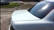 Супер як бас почти кърти багажник на кола в Русия