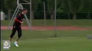 Вратарят на Арсенал с феноменален гол на тренировка