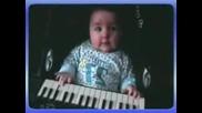 bebe sviri na ionika