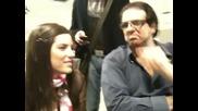 Gaby Espino mirando la entrevista que le hicieran Arv a Jencarlos Canela
