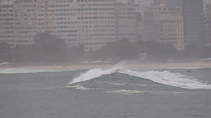 Brazil: Excited surfers enjoy rare strong swell on waves in Rio de Janeiro