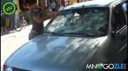Женска ярост се изсипва върху кола