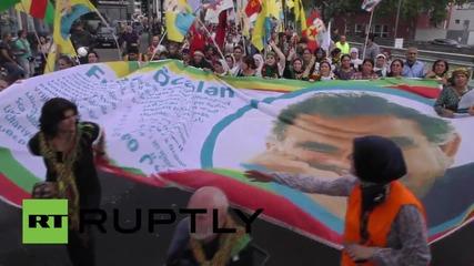 Германия: Хиляди изразяват яростта срещу Ердоган в протест по улиците на Кьолн