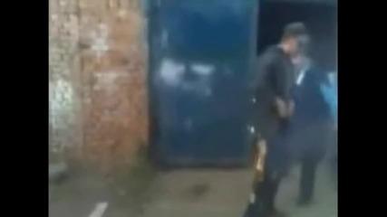 Пиян руснак си играе с огъня