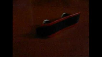 Домашно - направен finger snowboard