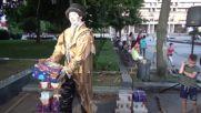 Виковете на Париж - 1 част - Продавачът на кутии