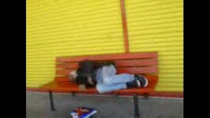 Пияница Спи На Пейката
