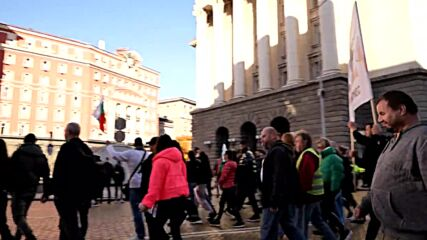 Bulgaria: Hospitality workers march in Sofia against new COVID health pass rule