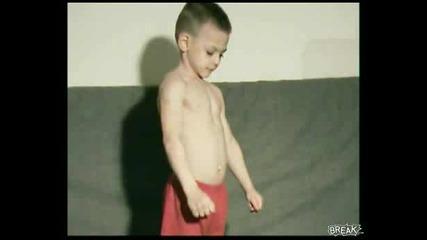 4 годишно хлапе помпи здраво за мускули