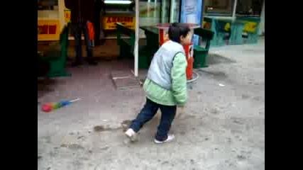 Малко Ромче Прави Смях