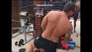 Big Brother 2012 - Боби пак се заиграва с камерите