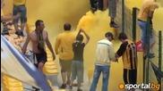 Жълто и черно бомби дим на стадиона на мира
