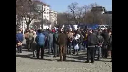 Производители на мляко протестираха в София