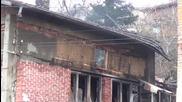Къща горя в Дупница, хората останаха без покрив (СНИМКИ+ВИДЕО)