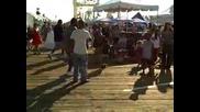 Малко хлапе танцува като Майкъл Джексън