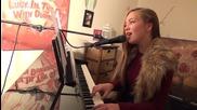 15 годишно момиче изпълнява песента Hello на Адел прекрасно.