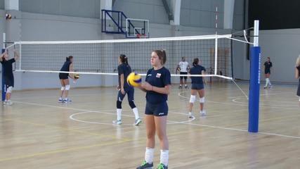 След Варна на път за Унгария и евровизата, волейболистките загряха в София