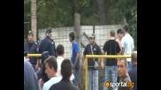 Феновете на Левски бутнаха бетонна ограда на ст адион Миньор