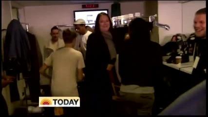 Джъстин пак се лигави..backstage at The Today Show