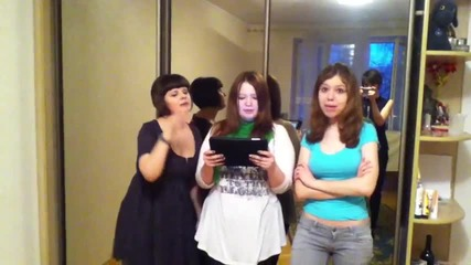 Азис накара света да пее на Български - Момичета пеят Хоп на Азис (смях)