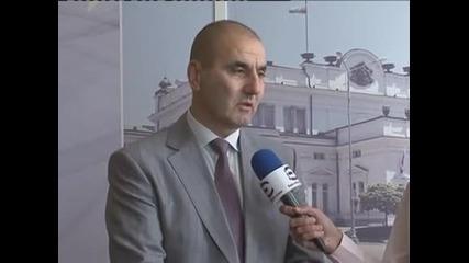 Цветанов призовава правителството да поиска вот на доверие заради бежанците