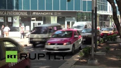 Таксита блокираха Мексико сити, за да протестират против UBER