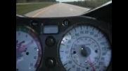 Suzuki Hayabusa вдига 220 mh/h