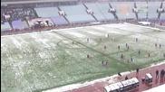 Фенове на Левски уцелиха със снежна топка Стойчо Младенов
