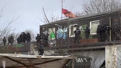 Germany: Arrests made as police unleash water cannon during factory eviction