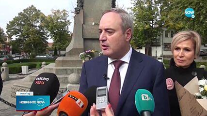 Кандидатпрезидентската двойка Герджиков - Митева тръгват към вота от Карлово