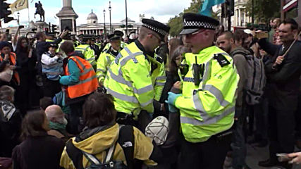 UK: Journalist George Monbiot among dozens arrested at Extinction Rebellion protest