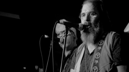 Steve Earle & The Dukes - Lookin' for a Woman (Оfficial video)