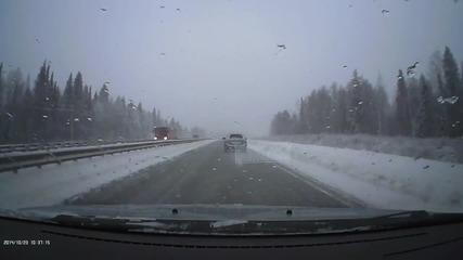 Верижна катастрофа на заледен път в мъгла и несъобразена скорост