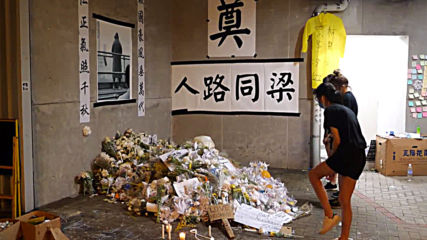 Hong Kong: Protesters occupy government headquarters overnight