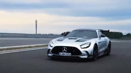 Авто Фест: Mercedes Black Series, BMW 8-Series, Reault Captur и ретро парада в Перник