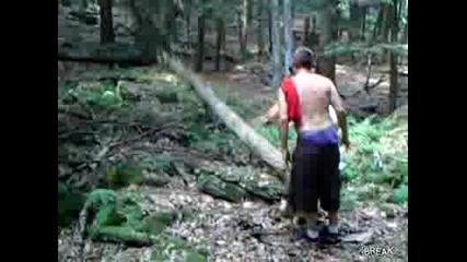 Идиоти Бутат Дърво !!!!!!