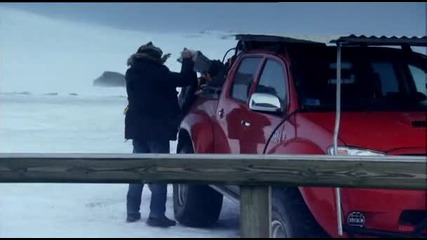 Джеймс подкарва Toyota Hilux на експедиция до Исландски вулкан - Top Gear
