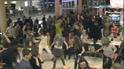100 Зомбита танцуват в Софийски мол - флашмоб за Хелоуин