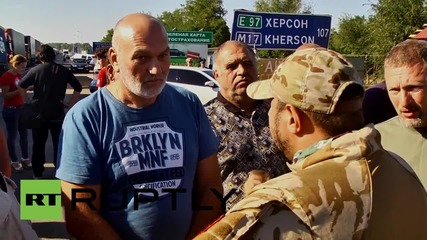 Ukraine: Activists block Crimean border, obstruct food delivery trucks