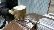 Оригинален метод за цепене на дърва