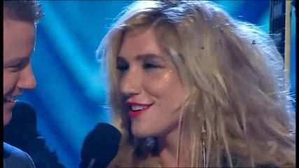 Ke$ha - We R Who We R ( The X Factor Australia 15th November 2010 )
