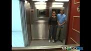 Скрита камера-ковчег в асансьора