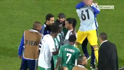 Футболисти вземат обувките на Роналдиньо за спомен