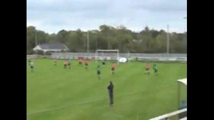 Феноменален гол от волле на женски футболен мач!