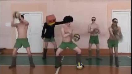 """Руска Пародия на песента """"lmf - Sexy and I Know It"""" голям смях!"""