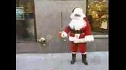 Дядо Коледа Проси И Плаши Хората