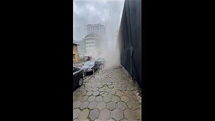 """От """"Моята новина"""": Опасно разрушаване на сграда - без документи и обезопасяване"""
