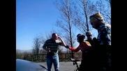 Скандално Видео Прокурор блъсна колоездачка, заплашва цялата група на пътя!